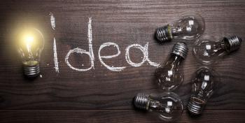 "Hehkulamppuja ja teksti ""idea""."