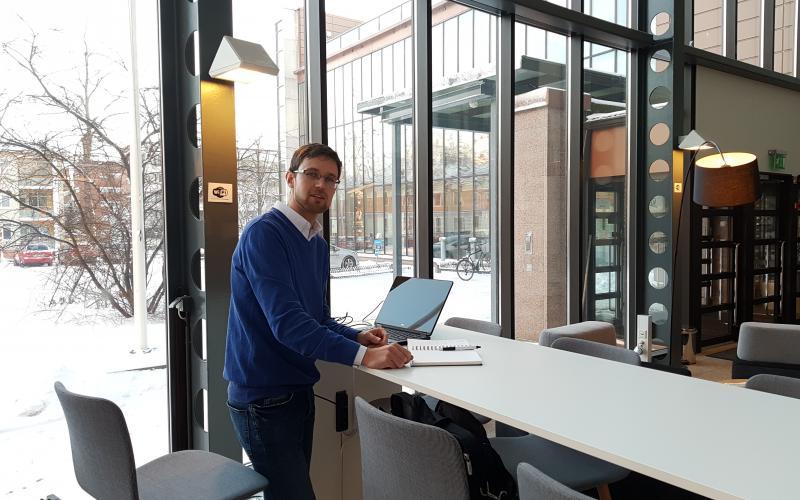 Kotkan Datariinassa kokeillaan keväällä aulan yleisten työpisteiden lisäksi erillistä yhteistyötilaa, kertoo Cursor Oy:n asiantuntija Esa Partanen.