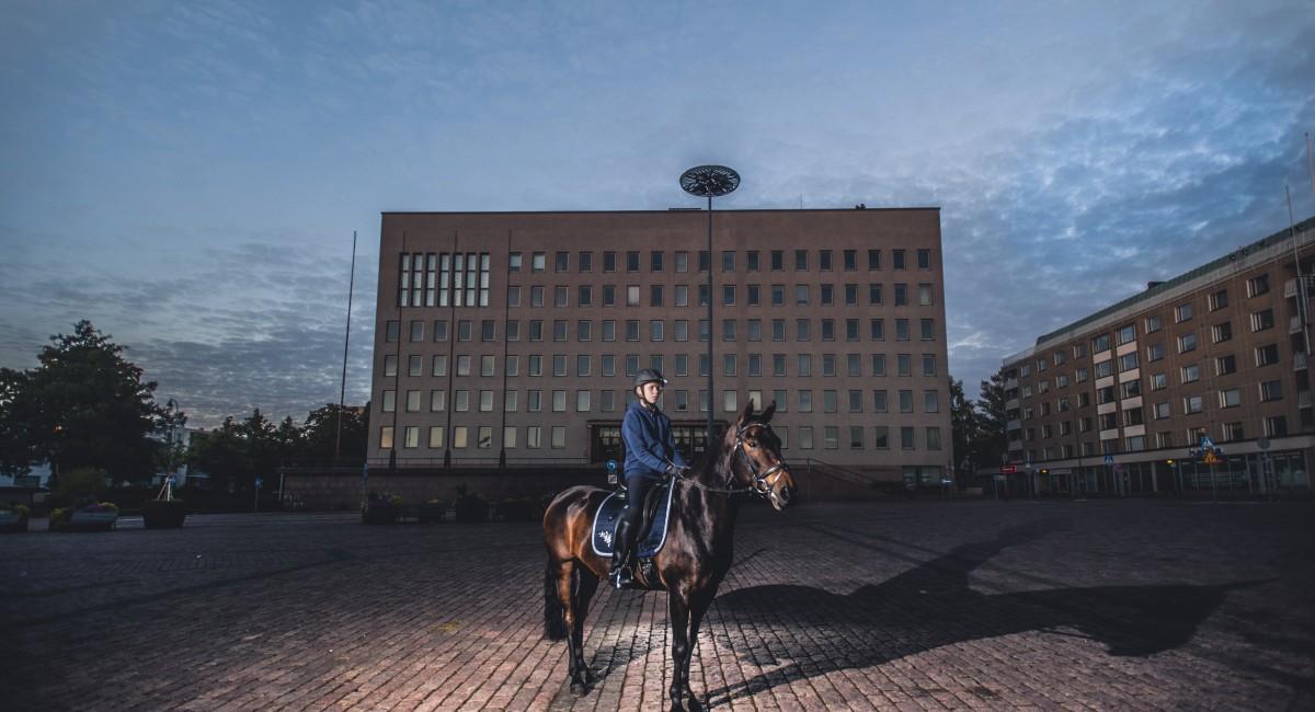 Kotkan kaupungintalo-ratsu-Lukas-Pearsall