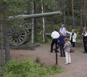 Ihmisiä museoreitillä Salpalinja museo.jpg