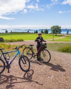 Pyöräilijä Katariinan meripuistossa