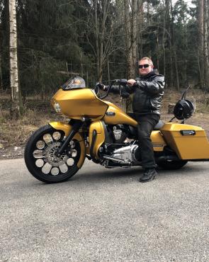 Moottoripyöräilijä Miehikkälässä